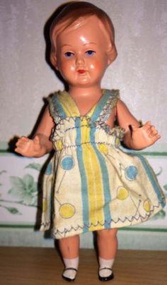 Schildkroet-Puppe-12-1-2-mit-Kleidchen