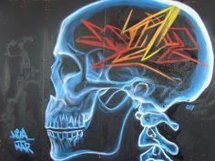 Artista: @graffiti_nva Locación: España Ya no discuten sobre si se empuja a los márgenes a partes cada vez más grandes de la población y se las excluye de toda participación social sino sólo sobre cómo imponer esta selección. . . . #streetart #streetartistry #streetartist #streetartuk #streetartporn #streetartinsta #streetarthunter #streetartaddicted #art #artoninstagram #graffitis #graffitti #spraycanart #graffiti #urbanart #painting #pasteup #stencil