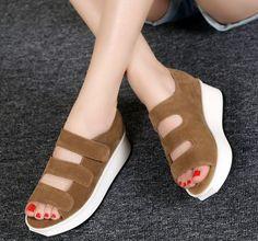 Купить товар2016 мода из натуральной кожи платформа женские сандалии в клинья туфли на платформе женская обувь в категории Сандалиина AliExpress.    Чтобы избежать небольшой размер, лучше выбрать один размер больше. Спасибо! Пожалуйста, мера длины ноги тщательно, пр