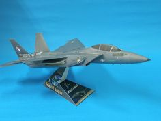 Check it out! Cardboard Crafts, Paper Crafts, Paper Aircraft, Free Paper Models, Paper Magic, 3d Street Art, Model Airplanes, Model Homes, Fighter Jets