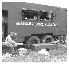 American Red Cross Clubmobile American Red Cross Volunteer, Military Photos, Fighter Pilot, D Day, World War Two, Old Pictures, Historical Photos, Wwii, Doggies