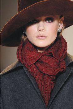 Blazer/ coat preto + cachecol/scarf vinho