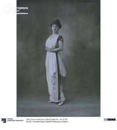 Woman in a dress by Chéruit, photo by Félix, ca. 1912. Courtesy Kunstbibliothek, Staatliche Museen zu Berlin, CC BY NC SA.