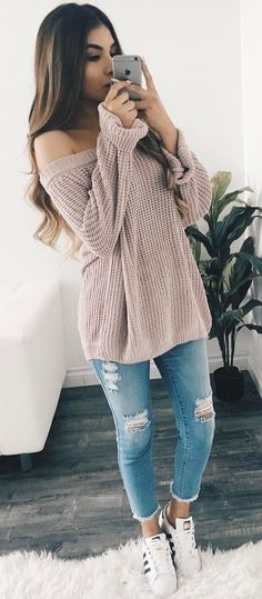 cute outfit / nude sweater + ripped jeans + sneakers