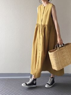 Good news for casual guys every day! Adult summer dress that looks good on sneakers – Women's Style Muslim Fashion, Modest Fashion, Fashion Outfits, Womens Fashion, Japanese Fashion, Korean Fashion, Minimal Dress, Couture, Simple Outfits