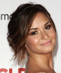 Demi Lovato love the eye makeup
