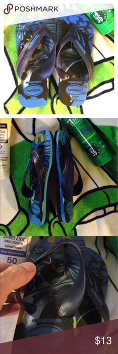 Batman havaianas Flip Flops NWOT🌊Navy & blue havaianas Batman flip flops, sandals🌊 perfect for your little Batman enthusiast🌊size 2Y🌊                    🚭Smoke Free Home Havaianas Shoes Sandals & Flip Flops