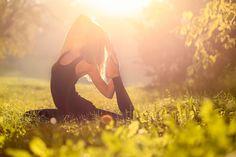 Yoga ist nur etwas für Alte? Von wegen! Mit dem neuen Schlank-Yoga purzeln die Pfunde wie von selbst.