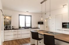 Die elegante Stadtvilla - Tauber Architekten und Ingenieure House 2, House Plans, Ikea, Interior Design, Kitchen, Table, Partner, Furniture, Design Ideas