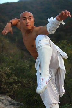 The Blind Ninja - Shaolin Kung Fu - mathilde Action Pose Reference, Human Poses Reference, Pose Reference Photo, Action Poses, Anatomy Reference, Poses Dynamiques, Art Poses, Body Poses, Karate