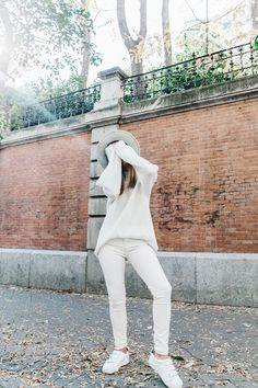 Denim_Coat-White_Outfit-GRey_Hat-Lack_OF_Colors-Sneakers-Outfit-Street_Style-24