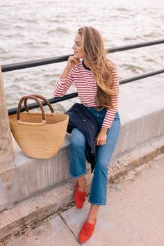 I'm sharing my travel style from Boden on Gal Meets Glam. A classic striped tee, blazer, jeans, and flats are closet staples and excellent travel pieces. See my travel look and more Boden staples here! Grunge, Summer Fashion For Teens, Winter Fashion, Summer Stripes, Red Stripes, Vogue, Gal Meets Glam, Thing 1, Poses