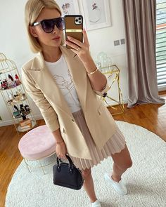 Karolina Franek (@karola_franek) • Instagram photos and videos Skirt Outfits, Spring Outfits, Spring Summer, Photo And Video, Coat, Videos, Skirts, Photos, Jackets
