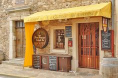 Garde-Freinet's Le Cellier, wine-cheese-bread shop.