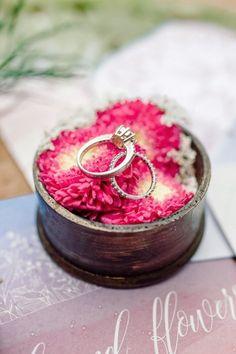 Ringkissen Ideen, Ringkissen Alternativen Ring Pillows, Ring Pillow Wedding, Pillow Box, Wedding Decorations, Wedding Ideas, Wedding Rings, Engagement Rings, Diy, Jewelry