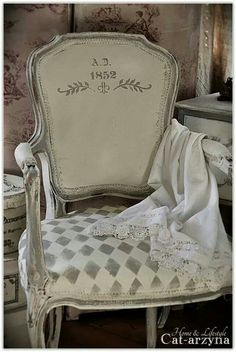 7 Powerful Cool Tips: Shabby Chic Pattern Home Decor shabby chic cottage diy.Shabby Chic House Farmhouse how to make shabby chic pillows. Shabby Chic Living Room, Shabby Chic Furniture, Shabby Chic Decor, French Decor, French Country Decorating, Country French, Painted Chairs, Painted Furniture, Furniture Nyc