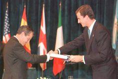 09/11/1996. Entrega del Premio Príncipe de Asturias de la Concordia a Adolfo Suárez, primer presidente de la Democracia.