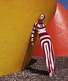 Trazo Lineal - Wearing a wardrobe of sleek lines and bold color-blocking, model Vasilisa Pavlova delights in the April issue of Harper's Bazaar Latin America. Photographed by Gregory Allen with fashion direction by Pamela Ocampo, Look Fashion, Fashion Art, Spring Fashion, High Fashion, Womens Fashion, Fashion Trends, Fashion Design, Fashion 2018, Fashion Fashion