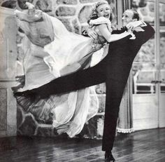 Inspiring picture black and white, fred astaire, ginger rogers, old hollywood, photography. Find the picture to your taste! Ginger Rogers, Fred Astaire, Golden Age Of Hollywood, Vintage Hollywood, Classic Hollywood, Hollywood Glamour, Shall We Dance, Lets Dance, Performing Arts