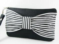 bow wristlet
