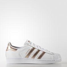 adf0856bcd1 ADIDAS Women s Shoes - Une nouvelle façon de briller. Remix pétillant de la  mythique sneaker