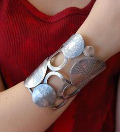 Cuff | Lilia and Paula Breyter ~ Platatextil Designs. Sterling silver.
