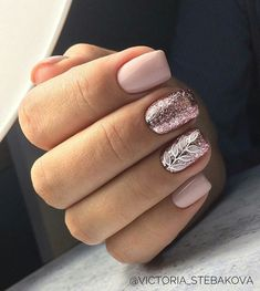 Gel nails are a long-lasting way of having salon quality nails. If you're looking for gel nail ideas,Take a look at these 30 gel nail designs to get you started Cute Gel Nails, Glitter Gel Nails, Love Nails, Diy Nails, Pretty Nails, Silver Glitter, Vernis Rose Gold, Rose Gold Nails, Blush Pink Nails