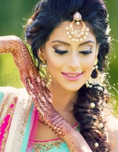 Wedding Hairstyles Indian Bride Bollywood 55 Ideas – Famous Last Words Saree Hairstyles, Bride Hairstyles, Trendy Hairstyles, Bang Hairstyles, Bridal Hair And Makeup, Bride Makeup, Wedding Makeup, Indian Wedding Hairstyles, Indian Bride Hair