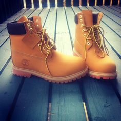 Fresh timbs. #timberland #yellowboots http://www.spartoo.co.uk/High-top-shoes-Timberland-men-st10123-o103-0.php