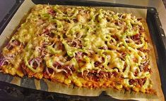 potatocake- Kartoffelkuchen Potato cake with dumpling dough -> mix with nutmeg before spreading on the plate – possibly prebake … - Healthy Soup Recipes, Cooking Recipes, Potato Recipes, Dumpling Dough, Quick And Easy Soup, Cheese Appetizers, Potato Cakes, Casserole Recipes, Macaroni And Cheese