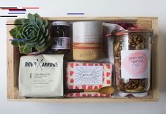 Give mum breakfast in bed this Mother's Day with this awesome breakfast in a box idea from the cozy kitchen. Diy Xmas Gifts, Christmas Gift Box, Holiday Gifts, Breakfast In Bed, Breakfast Basket, Clean Diet, Cozy Kitchen, Wine Gifts, Gift Baskets