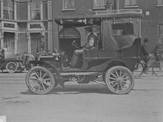 Car outside the Shelbourne Hotel, St Stephen's Green. Car is possibly a 12 hp Panhard fitted with a Brougham body. Old Images, Old Pictures, Old Photos, Shelbourne Hotel, Irish Independence, Images Of Ireland, Old Irish, Photo Engraving, Ireland Homes