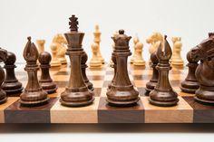 Jeu de compétition fabriqués à la main bois dur d'échecs Chess Chess Board noyer jeu d'échecs en bois d'érable ensemble Noël anniversaire-maintenant navires dans le monde entier ! par DovetailArtistry sur Etsy https://www.etsy.com/fr/listing/237456170/jeu-de-competition-fabriques-a-la-main