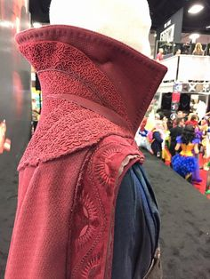 Strange cape - COSPLAY IS BAEEE! Tap the pin now to grab yourself some BAE Cosplay leggings and shirts! From super hero fitness leggings, super hero fitness shirts, and so much more that wil make you say YASSS! Cosplay Diy, Best Cosplay, Cosplay Costumes, Diy Costumes, Costume Ideas, Dr Strange Cape, Doctor Strange Cloak, Villain Costumes, Movie Costumes
