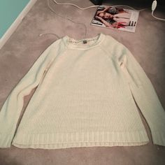 Cream colored roxy sweater Soft and comfy sweater! With a hint of a sparkle Roxy Sweaters