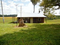 0 Yeakel Road, Reynolds Station $57,425   26.146 acres with new survey, 680 feet of blacktop road frontage, metal building with full bath, kitchen area, and wood burning stove, water and electric. Beautiful building site!!! Perfect, secluded location with panoramic views of the countryside. Would make a great hunting retreat.