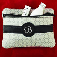 Download the in-the-hoop cosmetic case design for free and create your own cosmetic bag. This design is free until December 31, 2013. After that date the design will be available at picklepiedesigns.com.JUST DOWNLOADED THIS! So making for gifts......i think i might actually be able to do this! LOL