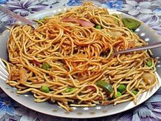 Recipe Chinese Noodles Sautéed with Vegetables and Eggs Slow Cooker Pork, Slow Cooker Recipes, Cooking Recipes, Asian Cooking, Healthy Cooking, Pasta Sauce, Crock Pot Tacos, Vegetarian Recipes, Healthy Recipes
