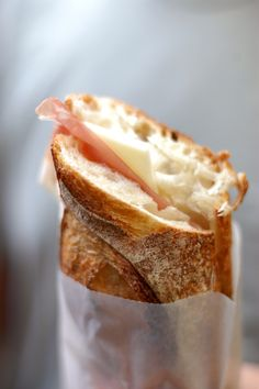Prosciutto and Cheese Sandwich. Can prosciutto be a favorite food? Cheese Sandwich Recipes, Soup And Sandwich, I Love Food, Good Food, Yummy Food, Great Recipes, Favorite Recipes, Le Diner, Wrap Sandwiches