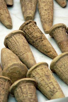 Sumerian cuneiform-inscribed baked clay coins ca 2900 BC The National Museum, Baghdad. Bagdad, Ancient Mesopotamia, Ancient Civilizations, Ancient Aliens, Ancient History, Ancient Egypt Crafts, Ancient Scripts, Cradle Of Civilization, Art Ancien