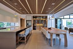 Here you will find photos of interior design ideas. Kitchen Bar Counter, Shading Device, Roof Edge, Modern Interior, Interior Design, Roof Structure, Bedroom With Ensuite, Folding Doors, Dining Area
