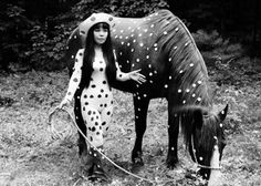 """In this 1967 photo released by Yayoi Kusama Studio Inc., Japanese artist Yayoi Kusama poses with a horse in a happening titled """"Horse Play"""" in Woodstock, New York. Yayoi Kusama, Andy Warhol, Auguste Rodin, Louis Vuitton, Pop Art, Avant Garde Artists, Oldenburg, Auras, Cultura Pop"""