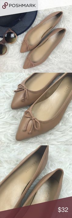 """Talbots Mira Leather Ballet Flats Excellent, like new condition Talbots Mira Leather Ballet Flats. Size 9.5, leather uppers with memory foam insole. Pointed toe, trimmed in grosgrain. 1/2"""" heel. No trades, offers welcome. Talbots Shoes Flats & Loafers"""