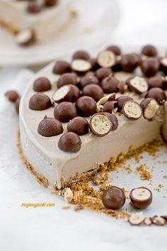 Maltesers ice cream cake//