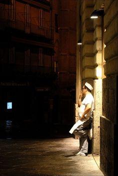 Piazza del Campo: la pausa del pizzaiolo. Foto di Andreas J. Kohl su http://fc-foto.it/21200858