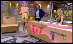 Adriana Abenia en el programa Así nos va con nuestra Blusa Yuyué >> http://www.soyunachicanormal.com/ficha.aspx?id=31 y el short lentejuelas >> http://www.soyunachicanormal.com/v/Moda/Short/Fiesta/LUZ/short-lentejuelas-sol-dorado/62.aspx