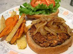 Tofu/Black Bean Burger --- swap red bean with black and add sweet hawaiian bun. Burger Recipes, Veggie Recipes, Vegetarian Recipes, Healthy Recipes, Tofu Burger, Vegan Burgers, Clean Eating Vegetarian, Healthy Eating, Vegan Sos Free