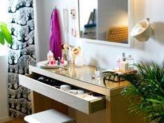 15 Incredibly Chic Ways to Decorate Your Makeup Desk | StyleCaster