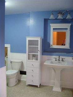 Decorating a Bathroom With Wainscoting