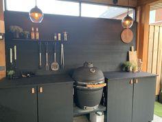 Outdoor Kitchen Matt Black / Buiten Keuken Mat Zwart - Lilly is Love Decor, Outdoor Kitchen Design, Backyard Decor, Patio Decor, Backyard Landscaping Designs, Outdoor Cooking, Outdoor Design, Outdoor Kitchen, Kitchen Design